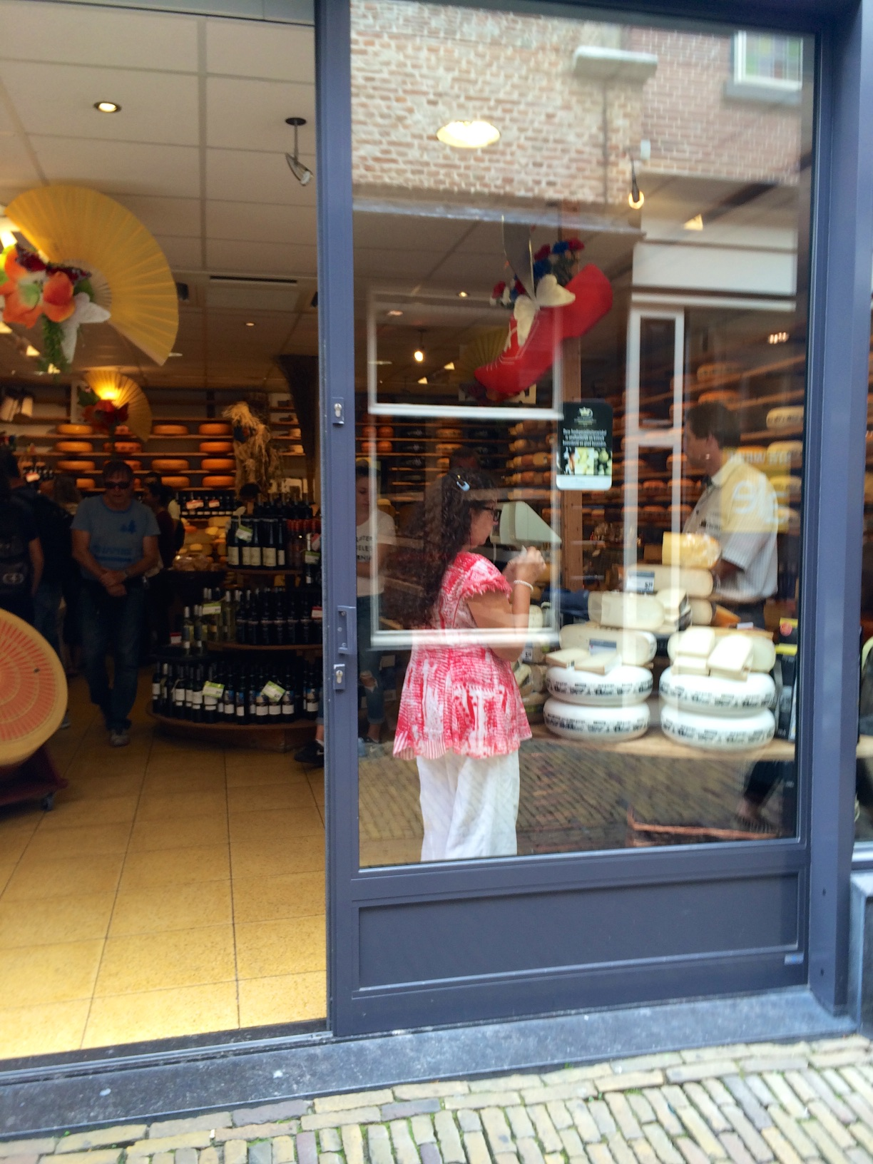 Of course there are well stocked cheese shops in Alkmaar and no bouzoukias playing loudly in the background